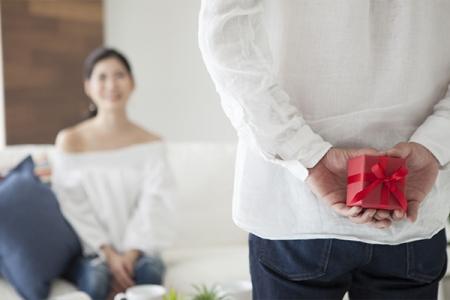 エタニティリングは結婚記念日に妻に対してプレゼントする指輪
